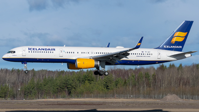 A picture of TFISY - Boeing 757223 - Icelandair - © Richard Tollefsen