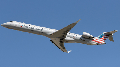 A picture of N569NN - Mitsubishi CRJ900LR - American Airlines - © Tanner R