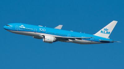 A picture of PHBQD - Boeing 777206(ER) - KLM - © Ricardo de Vries