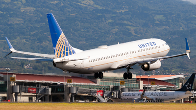 A picture of N16217 - Boeing 737824 - United Airlines - © Ivan Jimenez Rojas