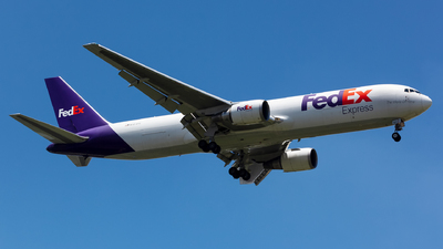 A picture of N101FE - Boeing 7673S2F(ER) - FedEx - © Arvin L