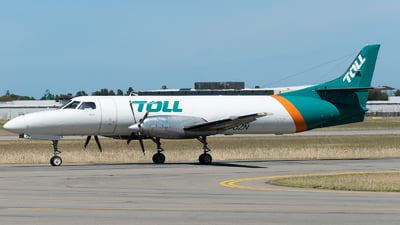 A picture of VHUZN - Fairchild Swearingen Metroliner - Toll Aviation - © Mitch Coad