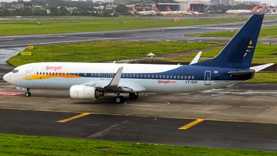 A picture of VTSXE - Boeing 73785R - SpiceJet - © Aneesh Bapaye