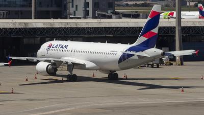 A picture of PRMHW - Airbus A320214 - LATAM Airlines - © Luiz Felipe Buiar
