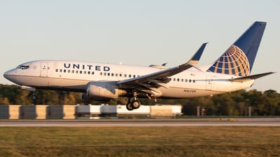 A picture of N16709 - Boeing 737724 - United Airlines - © Davin Amy