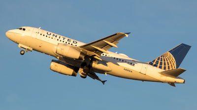 A picture of N801UA - Airbus A319131 - United Airlines - © Stephen J Stein