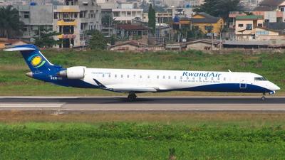 A picture of 9XRWI - Mitsubishi CRJ900 - RwandAir - © Sander
