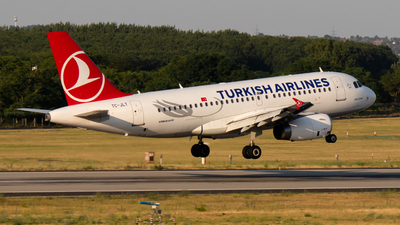 A picture of TCJLT - Airbus A319132 - Turkish Airlines - © Szanka Gergely