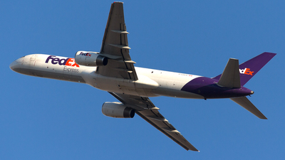A picture of CFMEK - Boeing 7572B7(SF) - FedEx - © Mike MacKinnon