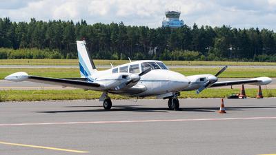 OH-PAR - Piper PA-30-160 Twin Comanche B - Private