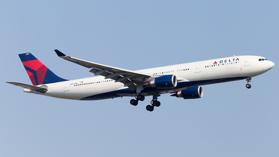N822NW - Airbus A330-302 - Delta Air Lines