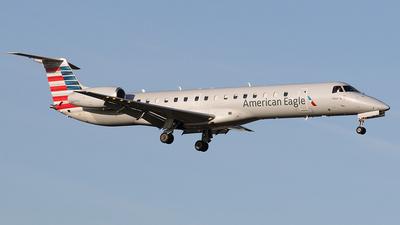 A picture of N630AE - Embraer ERJ145LR - American Airlines - © Joe Osciak
