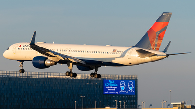 A picture of N699DL - Boeing 757232 - Delta Air Lines - © Steve Rinde