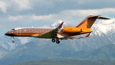 M-UNIS - Bombardier BD-700-1A10 Global Express XRS - Private