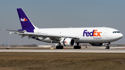 A picture of N678FE - Airbus A300F4605R - FedEx - © Haocheng Fang