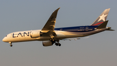 A picture of CCBGH - Boeing 7879 Dreamliner - LATAM Airlines - © Zeajay