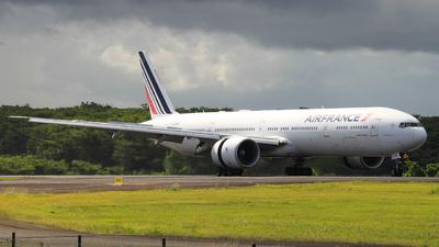 F-GZNF - Boeing 777-328ER - Air France