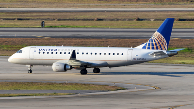 A picture of N85354 - Embraer E175LR - United Airlines - © Rocky Wang