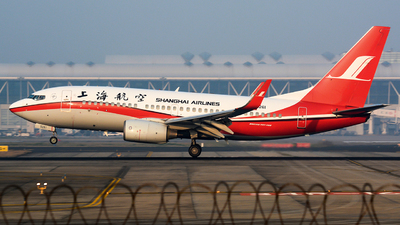 B-5261 - Boeing 737-76D - Shanghai Airlines