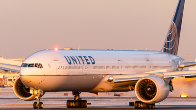 A picture of N2142U - Boeing 777322(ER) - United Airlines - © bill wang