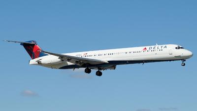 A picture of N998DL - McDonnell Douglas MD88 - [53370] - © Orlando Suarez