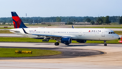 A picture of N381DZ - Airbus A321211 - Delta Air Lines - © Ksavspotter