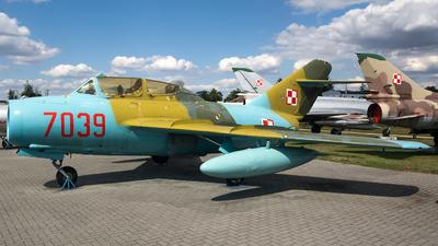 7039 - WSK-Mielec SB Lim-2A - Poland - Navy