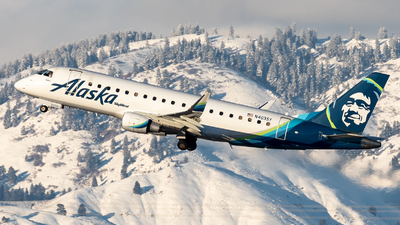 A picture of N403SY - Embraer E175LR - Alaska Airlines - © CJMoeser
