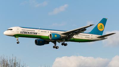A picture of UK75702 - Boeing 75723P - Uzbekistan Airways - © Daniel Riederer