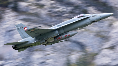 J-5009 - McDonnell Douglas F/A-18C Hornet - Switzerland - Air Force