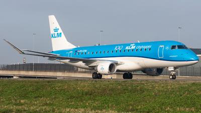 A picture of PHEXM - Embraer E175STD - KLM - © Fryderyk Kastelnik/ Fred Aviation