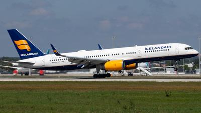 TF-ISS - Boeing 757-223 - Icelandair