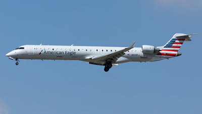 A picture of N909FJ - Mitsubishi CRJ900ER - American Airlines - © Yixin Chen