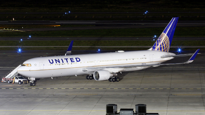 A picture of N647UA - Boeing 767322(ER) - United Airlines - © Roger M
