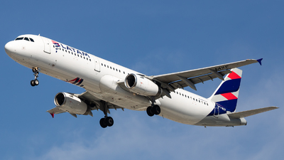 A picture of PTMXF - Airbus A321231 - LATAM Airlines - © fachetti_spotter