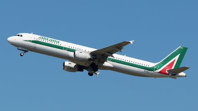 EI-IXJ - Airbus A321-112 - Alitalia