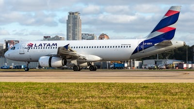 LV-BRY - Airbus A320-233 - LATAM Airlines