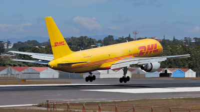 A picture of HP2110DAE - Boeing 75726D(PCF) - DHL - © Daniel Hernández J.