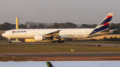 A picture of PTMUF - Boeing 77732W(ER) - LATAM Airlines - © Paulo H Goncalez