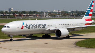 A picture of N726AN - Boeing 777323(ER) - American Airlines - © Piotr Persona
