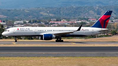 A picture of N685DA - Boeing 757232 - Delta Air Lines - © Alfredo La Red