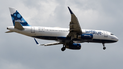 A picture of N827JB - Airbus A320232 - JetBlue Airways - © Cristian Quijano