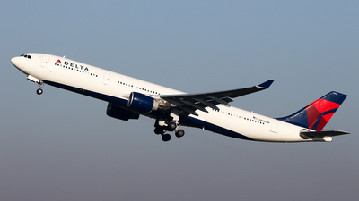 A picture of N812NW - Airbus A330323 - Delta Air Lines - © BaszB