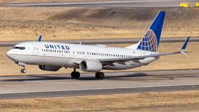 A picture of N38257 - Boeing 737824 - United Airlines - © HA-KLS