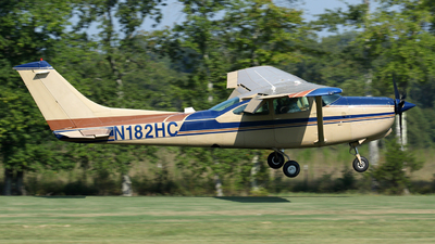 A picture of N182HC - Cessna TR182 Turbo Skylane RG - [R18200734] - © Kevin Porter