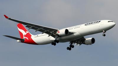 VH-QPC - Airbus A330-301 - Qantas