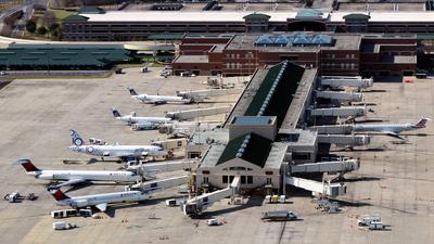 KSAV - Airport - Terminal