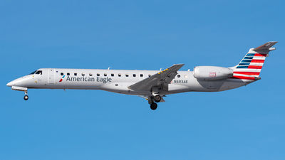 A picture of N693AE - Embraer ERJ145LR - American Airlines - © Evan Dougherty