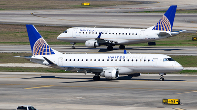 A picture of N82338 - Embraer E175LR - United Airlines - © Rocky Wang