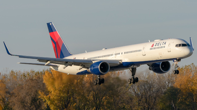 N582NW - Boeing 757-351 - Delta Air Lines